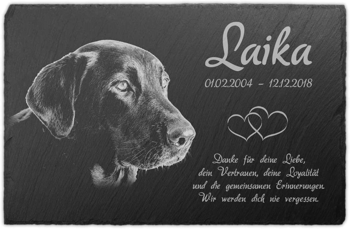 Grabstein aus Schiefer mit Foto des Hundes und Namen