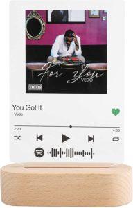 Spotify Song Code Board mit Holzaufsteller