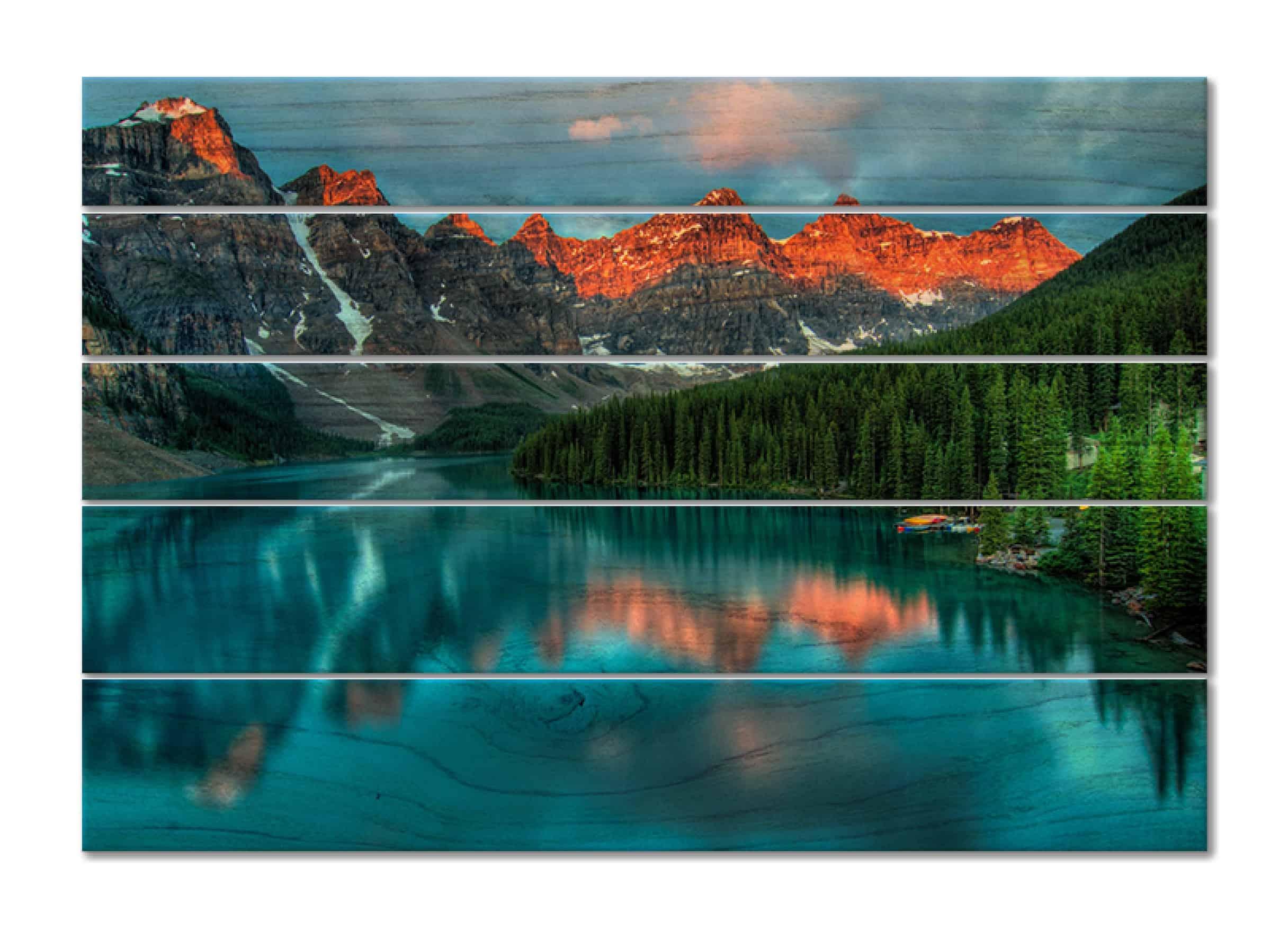hochwertiges Kiefernholz aus nachhaltig bewirtschafteten Wäldern wird mit deinem Bild bedruckt.